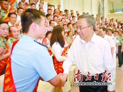 胡春华:扎实做好新时期双拥工作 推动军民一家亲